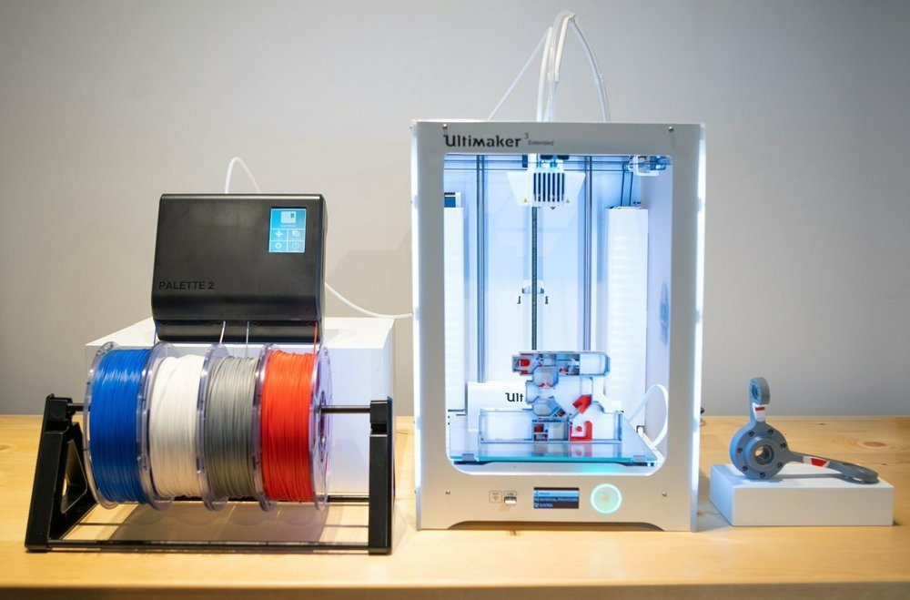 https://i.all3dp.com/cdn-cgi/image/fit=cover,w=1000,gravity=0.5x0.5,format=auto/wp-content/uploads/2021/09/03110633/a-single-color-ultimaker-using-a-palette-to-create-mosaic-manufacturing-via-twitter-210814_download.jpg